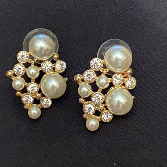 Jewelry - ⚡️Gold tone, faux pearl, rhinestone earrings
